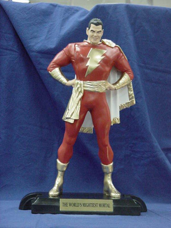 SUPERMAN KINGDOM COME statue par  ALEX  ROSS  /  SHAZAM KINGDOM COME statue par ALEX  ROSS  Shazam_satue_kingdom_com_2_