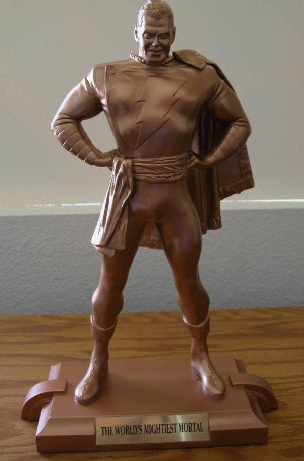 SUPERMAN KINGDOM COME statue par  ALEX  ROSS  /  SHAZAM KINGDOM COME statue par ALEX  ROSS  Shazam_satue_kingdom_com_bronze
