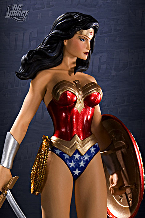 DC UNIVERSE ONLINE STATUE: WONDER WOMAN   Wonderwoman_dc_direct