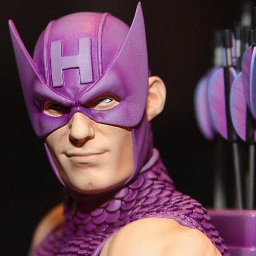 HAWKEYE MINI BUST GENTLE GIANT Hawkeye_mini_bust_gentle_giant_02