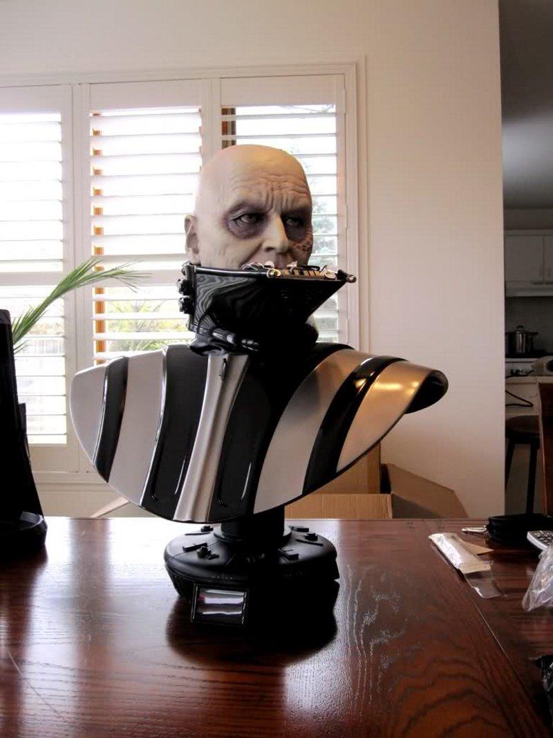 STAR WARS: DARTH VADER Life size bust Darth_Vader_life_size_bust__sideshow