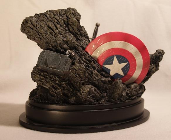 OEIL DE FAUCON (Hawkeye) Statue_bowen_hawkeye