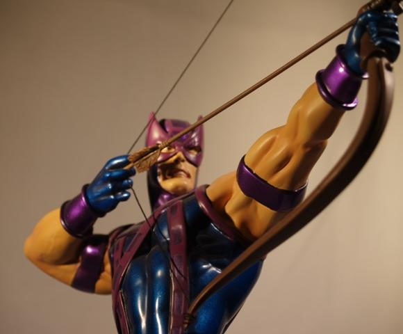 OEIL DE FAUCON (Hawkeye) Statue_bowen_hawkeye_10
