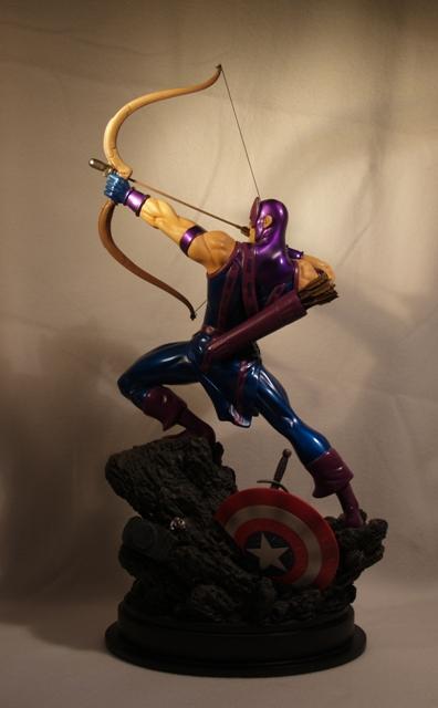 OEIL DE FAUCON (Hawkeye) Statue_bowen_hawkeye_13