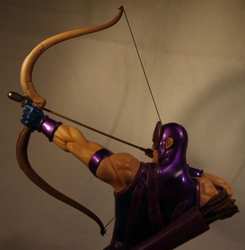 OEIL DE FAUCON (Hawkeye) Statue_bowen_hawkeye_14