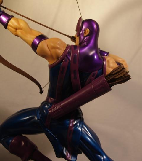 OEIL DE FAUCON (Hawkeye) Statue_bowen_hawkeye_15