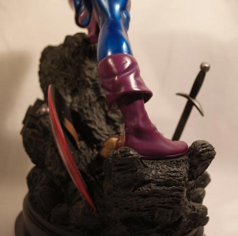 OEIL DE FAUCON (Hawkeye) Statue_bowen_hawkeye_20