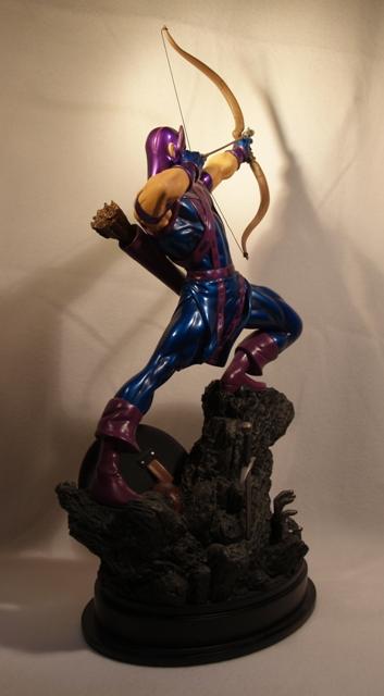 OEIL DE FAUCON (Hawkeye) Statue_bowen_hawkeye_21