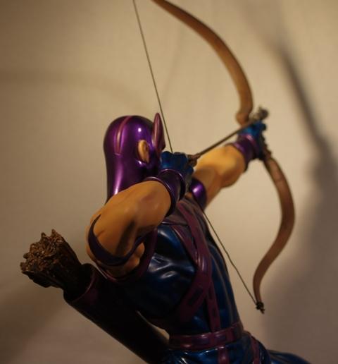 OEIL DE FAUCON (Hawkeye) Statue_bowen_hawkeye_22