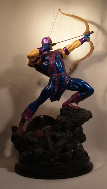 OEIL DE FAUCON (Hawkeye) Statue_bowen_hawkeye_23