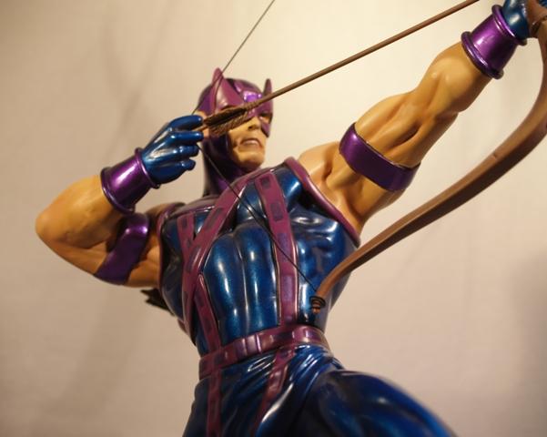 OEIL DE FAUCON (Hawkeye) Statue_bowen_hawkeye_6