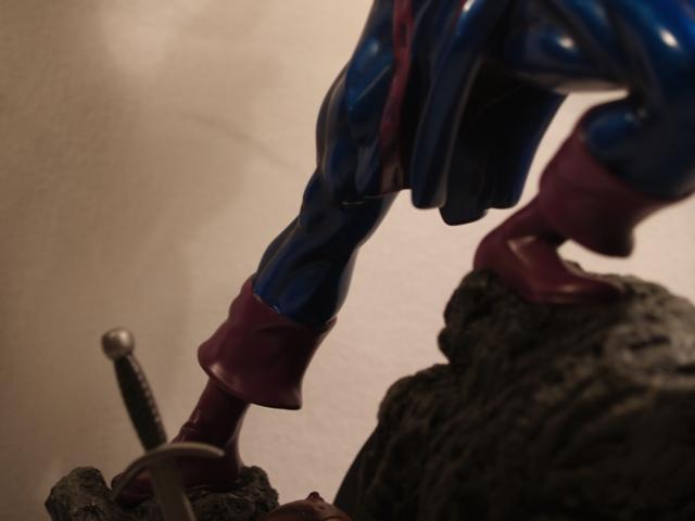 OEIL DE FAUCON (Hawkeye) Statue_bowen_hawkeye_7