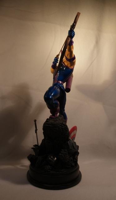 OEIL DE FAUCON (Hawkeye) Statue_bowen_hawkeye_8