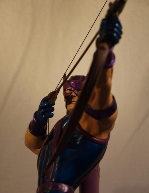 OEIL DE FAUCON (Hawkeye) Statue_bowen_hawkeye_9