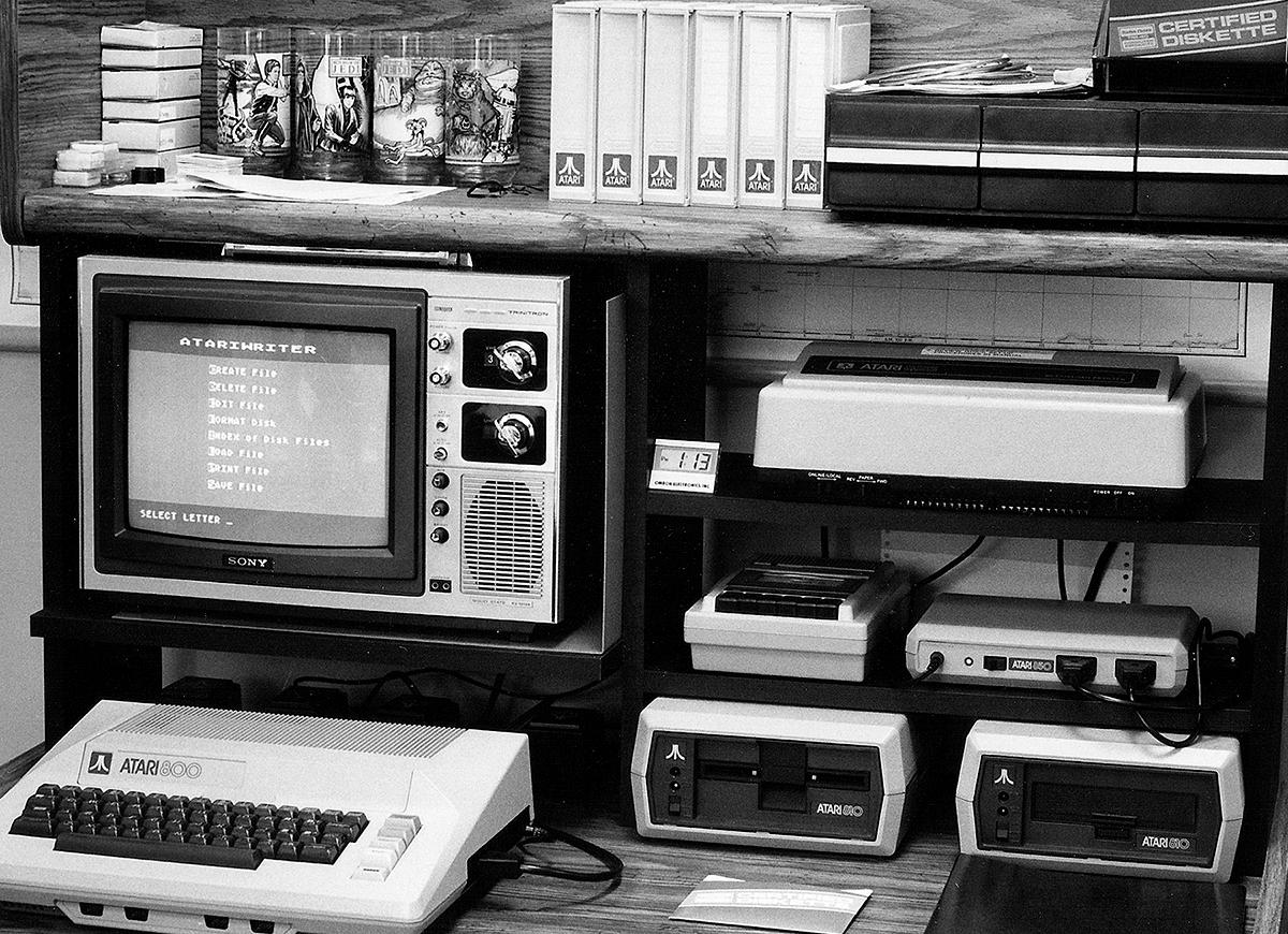 computador - Conheça o computador Atari 800 o primeiro computador da empresa fazendo 30 anos. Bangfoatarisdesk
