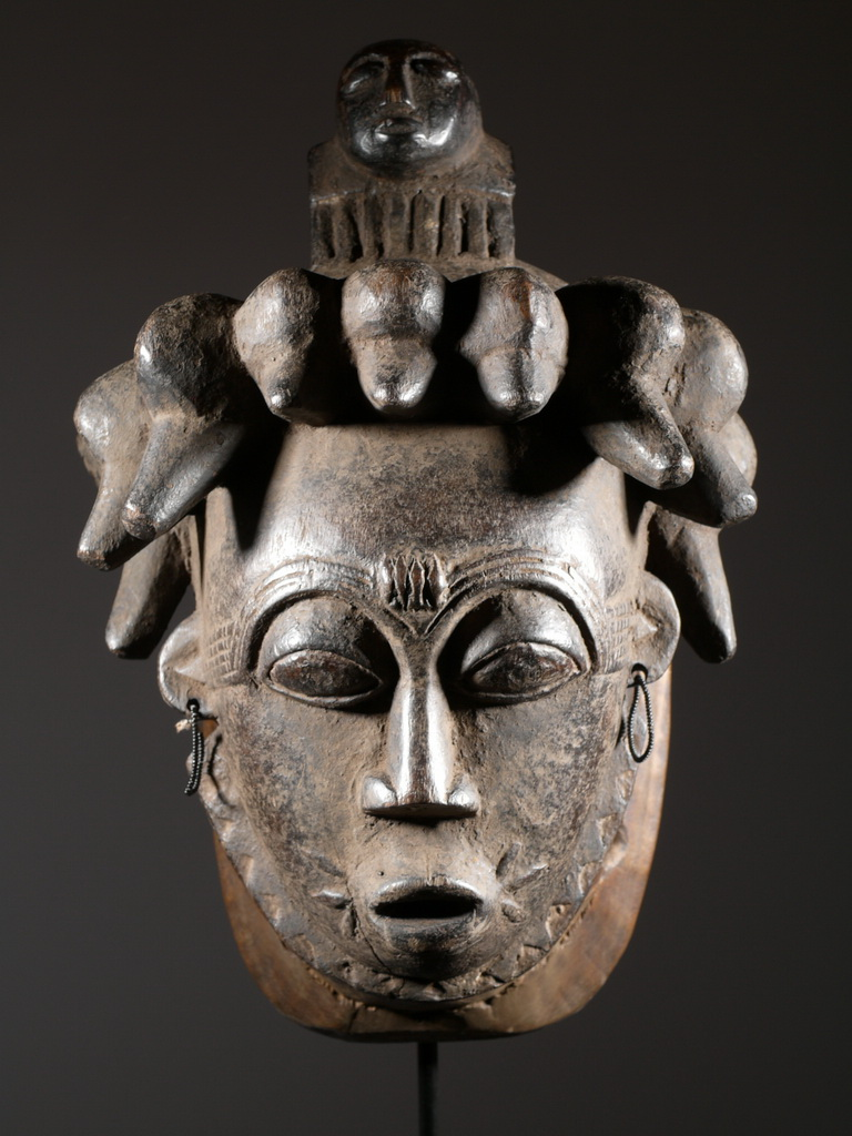 *L'ascension des personnages dans l'histoire des religions oui mais où et comment? - Page 2 Masque-africain-afrique
