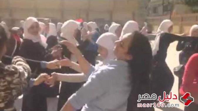 الفضيحة الكبرى طالبات اسكندرية فى مصر يرقصون بجنون على بشرة خير 311612_0