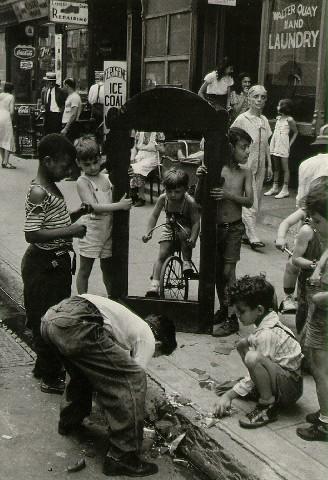 Fotografía artística - histórica - periodística  - Página 5 Levitt_new_york