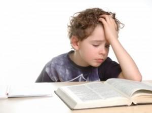 Cuentame un cuento Ni%C3%B1o-aburrido-estudiando1