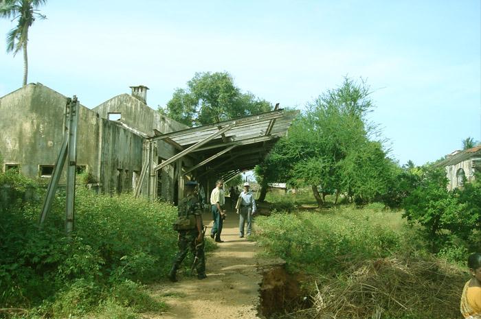 புகையிரத நிலையங்களின் புகைப்படத்தொகுப்பு (2010இல்)  Chunnakam-Railway-Station