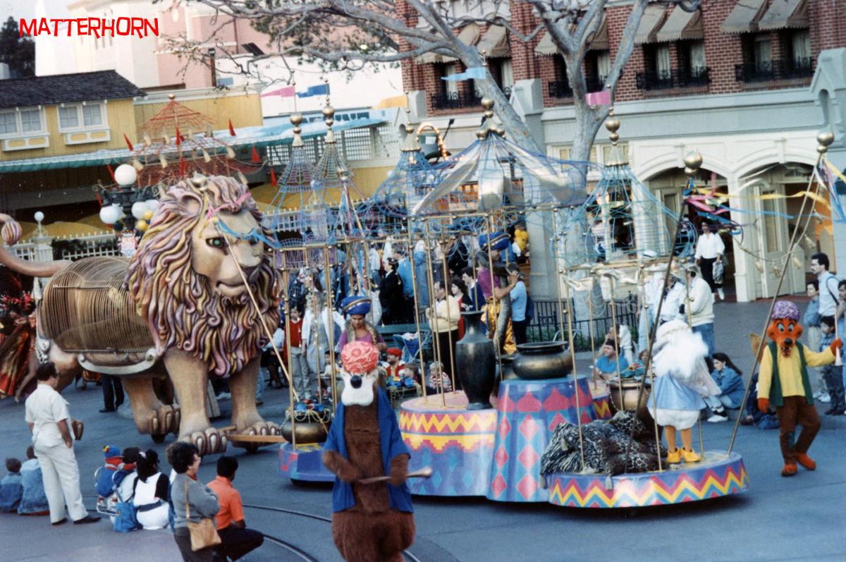 Anciennes Parades des Resorts Américains 2012circusparade12