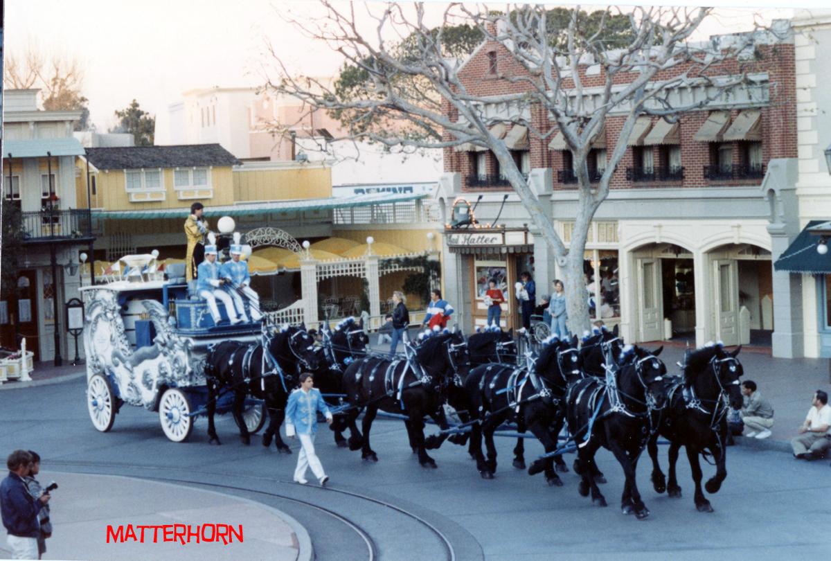 Anciennes Parades des Resorts Américains 2012circusparade9