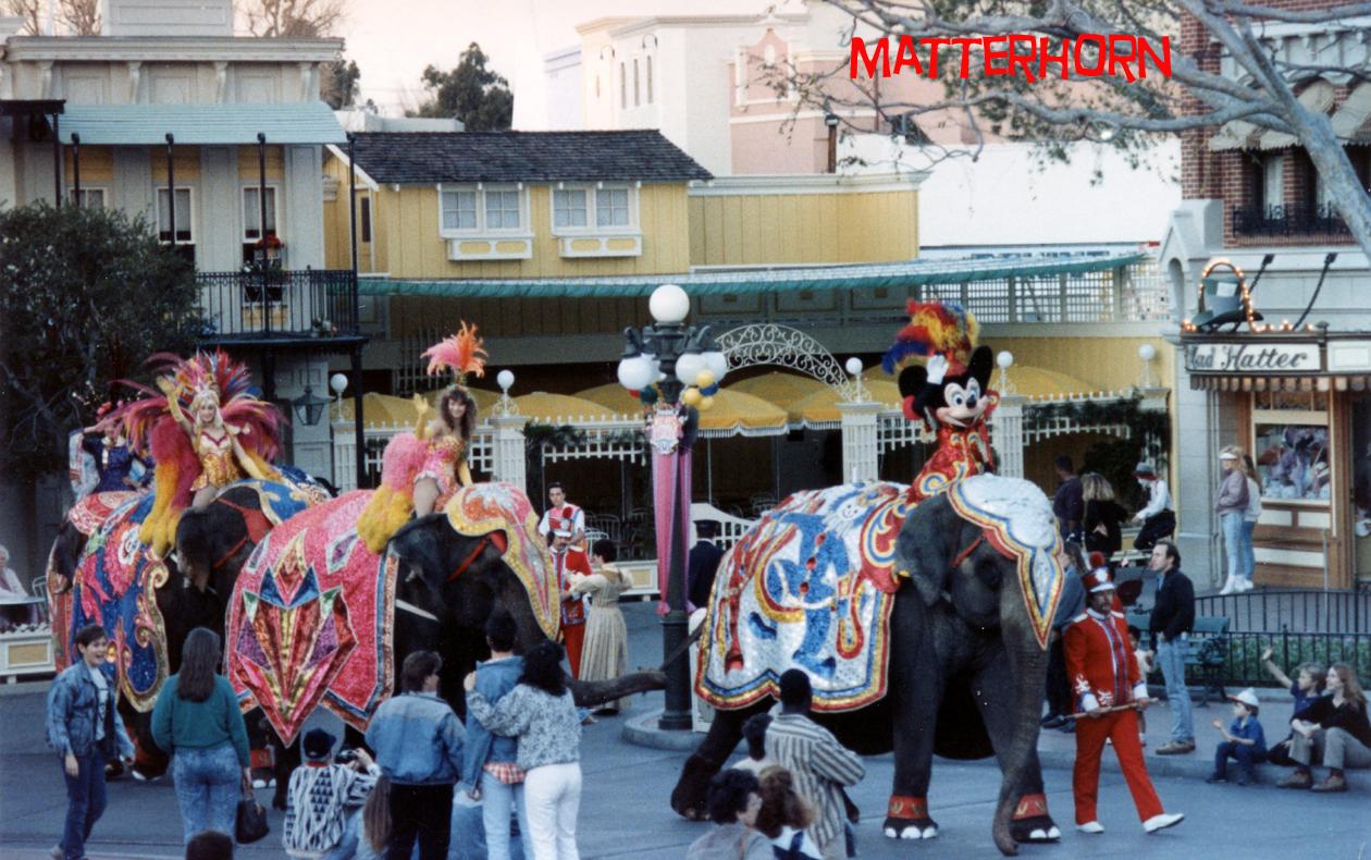 Anciennes Parades des Resorts Américains 2013circusfantasy88c