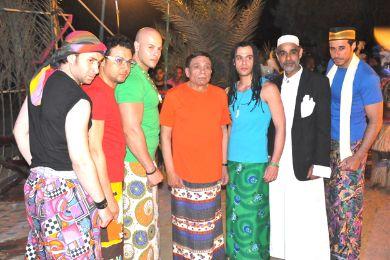 صور عادل امام وفرقته بالملابس الصومالية 1