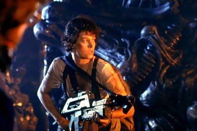 """سيجورني ويفر"""" تمنح أبطال Aliens باقات ورد قبل موتهم Aliens-x"""