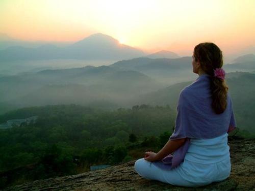 Méditer avec une pierre Meditation_montagnes