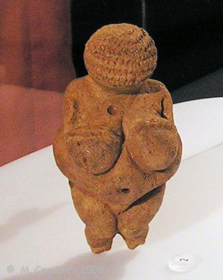 Артефакты и исторические памятники - Страница 4 AP7190191_Willendorf_Bougon_museum