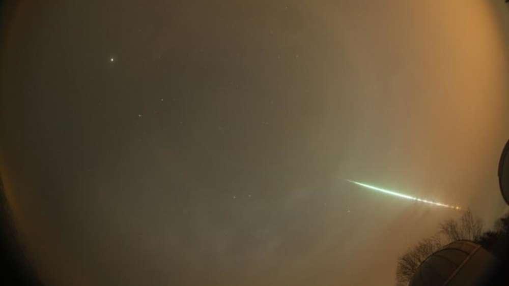 Asteroiden / Meteoriten / Kometen - Seite 2 1141494642-sternschnuppe-feuerkugel-sueddeutschland-meteorit-3cZV2EEwJnNG