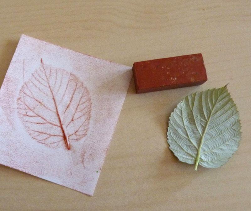 Recherche idée déco à faire toute seule Empreinte-feuille-art-visuel-automne-brun