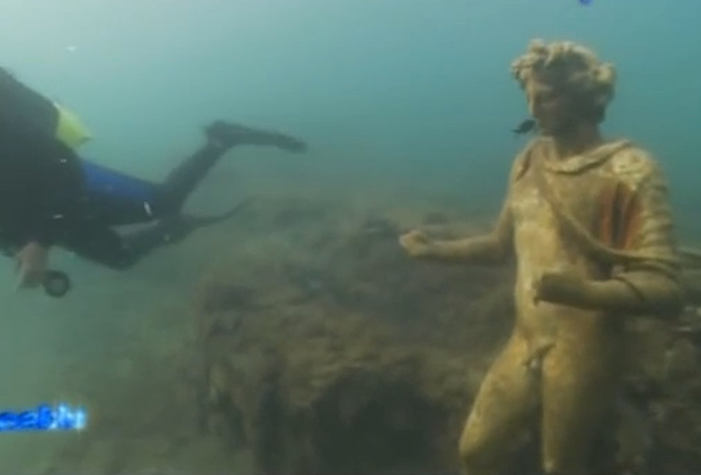 Time Capsule: Sunken Ancient Roman City Of Baiae With All Its Streets Imperial Villas And Statues Baiaeit05