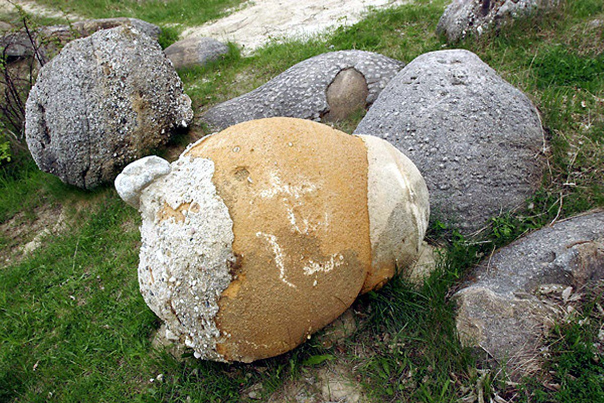 Strange Hoodoos - Growing Stones - An Incredible Geological Phenomenon Trovant30