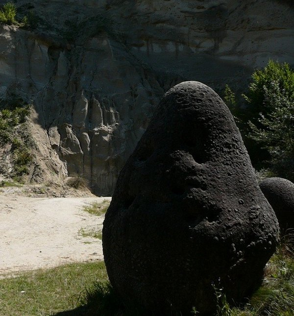 Strange Hoodoos - Growing Stones - An Incredible Geological Phenomenon Trovants60