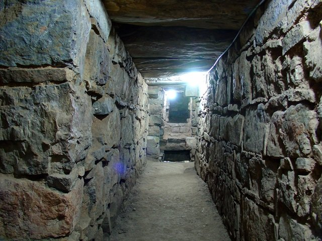 Secret Ancient Subterranean Tunnels And Caverns Across America - Who Or What Were Our Ancestors Hiding From?  Chavin2