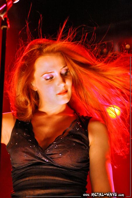 Simone's pics - Page 10 Epica-summer-darkness-tivoli-03
