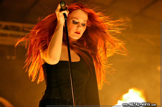 Simone's pics - Page 10 Epica-metal-female-voices-13