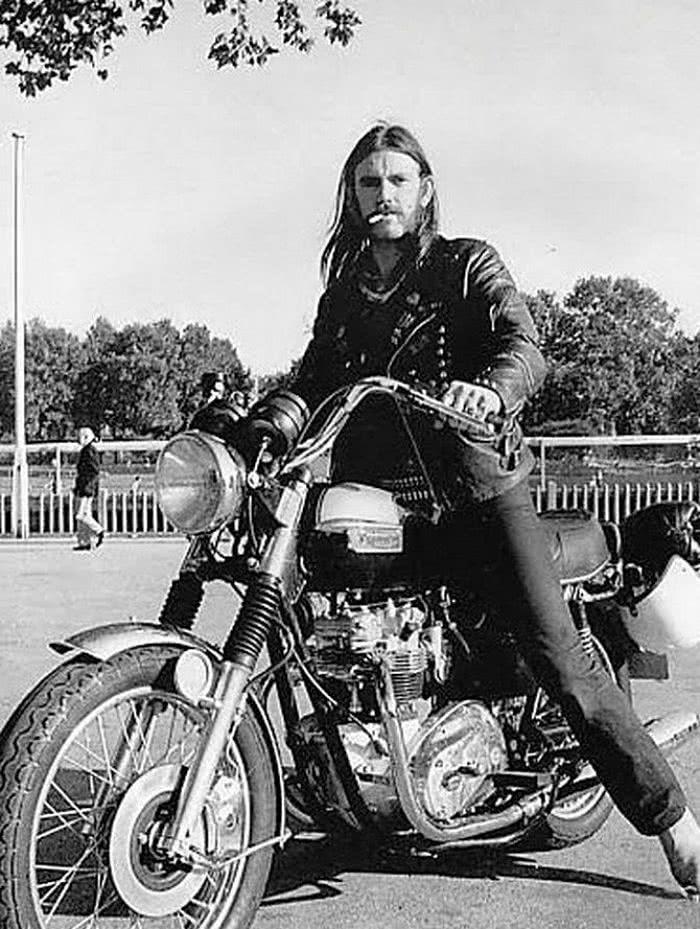 Έφυγε από την ζωή ο ανυπέρβλητος Θρύλος. Αντίο Αρχηγέ. (LEMMY KILMISTER) Motorhead-Lemmy-bike_opt