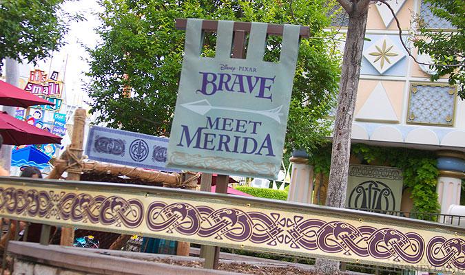 Merida, la nouvelle héroïne Pixar débarque dans les parcs Disney ! - Page 2 2624IMG_0087