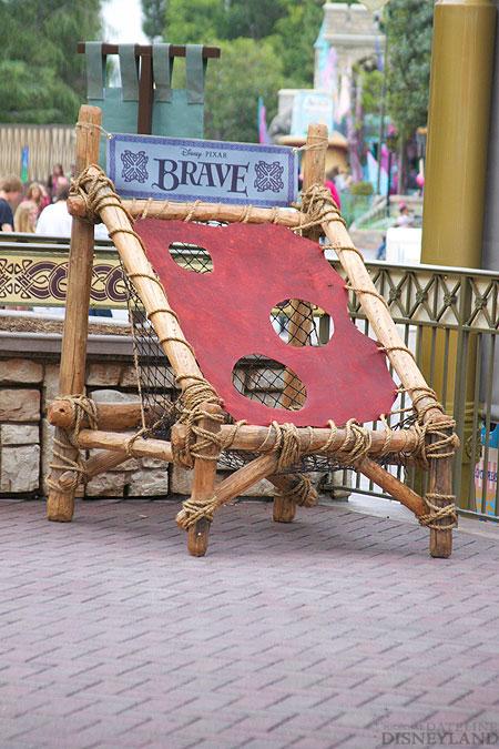 Merida, la nouvelle héroïne Pixar débarque dans les parcs Disney ! - Page 2 6733IMG_0113