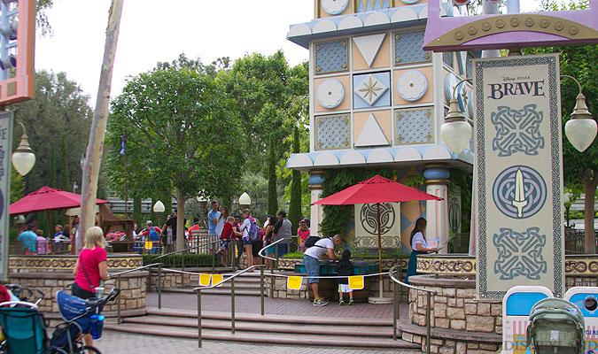 Merida, la nouvelle héroïne Pixar débarque dans les parcs Disney ! - Page 2 8832IMG_0116