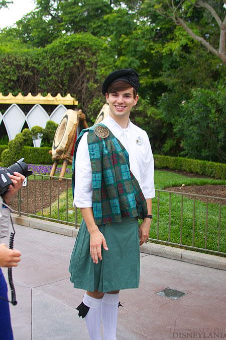 Merida, la nouvelle héroïne Pixar débarque dans les parcs Disney ! - Page 2 9001IMG_0102