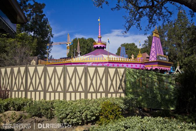 [Disneyland Park] Nouveautés à Fantasyland: Fantasy Faire (12 mars 2013) et Mickey and the Magical Map (25 mai 2013) - Page 3 02-18-13-IMG_9427