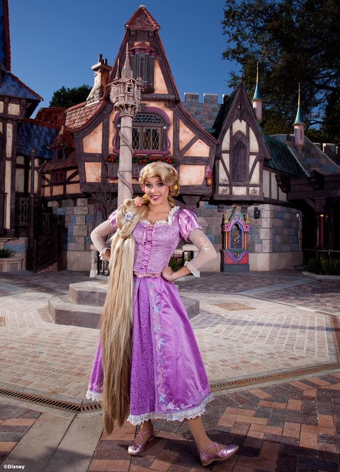 [Disneyland Park] Nouveautés à Fantasyland: Fantasy Faire (12 mars 2013) et Mickey and the Magical Map (25 mai 2013) - Page 3 03-04-13-2_13_DL_004089.