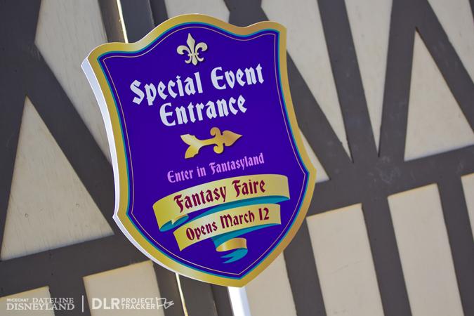 [Disneyland Park] Nouveautés à Fantasyland: Fantasy Faire (12 mars 2013) et Mickey and the Magical Map (25 mai 2013) - Page 3 03-04-13-IMG_2717