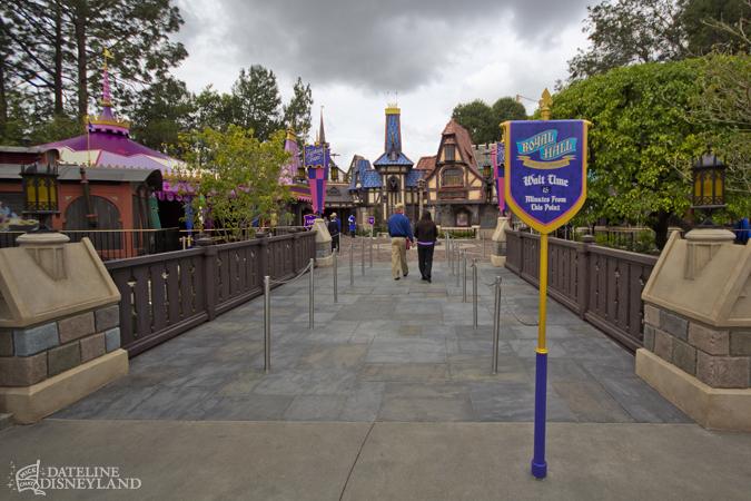 [Disneyland Park] Nouveautés à Fantasyland: Fantasy Faire (12 mars 2013) et Mickey and the Magical Map (25 mai 2013) - Page 4 03-11-13-IMG_3682
