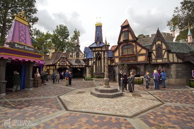 [Disneyland Park] Nouveautés à Fantasyland: Fantasy Faire (12 mars 2013) et Mickey and the Magical Map (25 mai 2013) - Page 4 03-11-13-IMG_4370