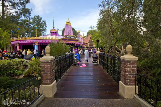 [Disneyland Park] Nouveautés à Fantasyland: Fantasy Faire (12 mars 2013) et Mickey and the Magical Map (25 mai 2013) - Page 4 03-11-13-IMG_4955